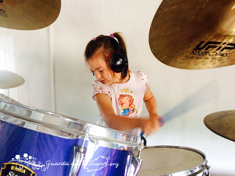 suonare la batteria