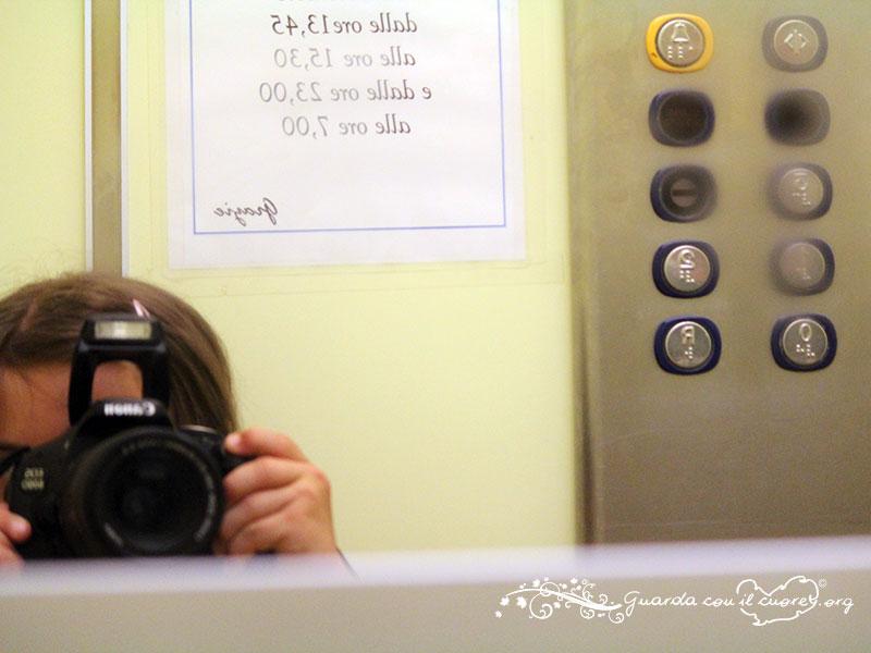 bimba con sindrome di downche fotografa